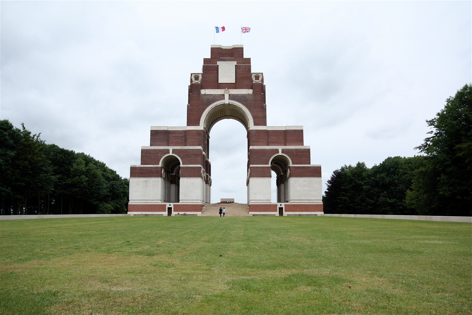 The Thiepval Memorial commemorates almost 73,000 soldiers who died on the Somme battlefields between July 1915 and 20th March 1918 who have no known grave. Image from The First World War poetry Digital Archive, University of Oxford